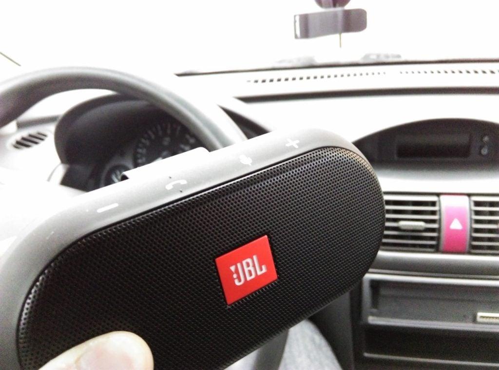 JBL Trip w samochodzie