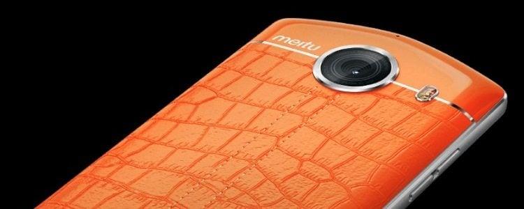 Meitu V4s zdjęcie smartfona pokrytego skórą