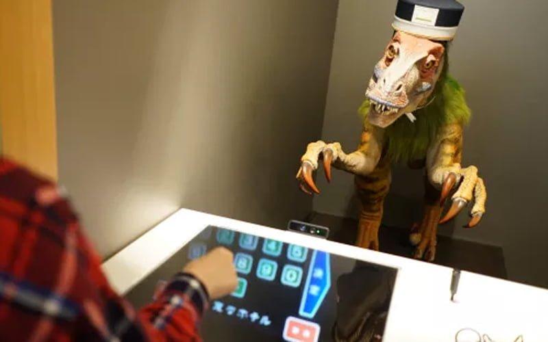 Japoński hotel zwalnia roboty