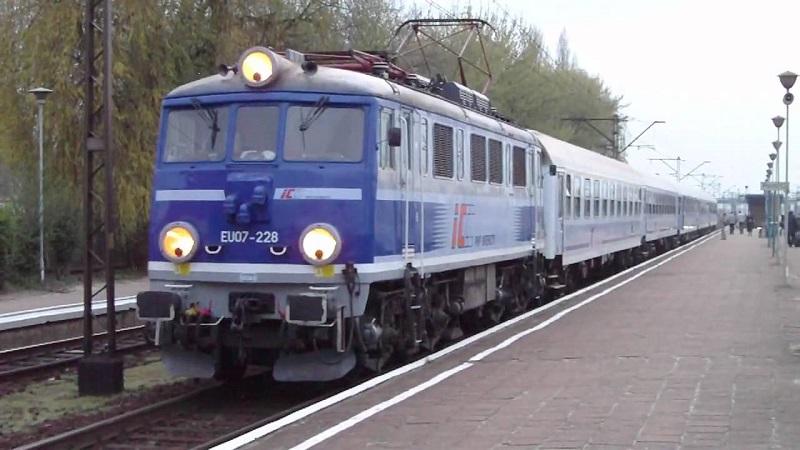 pociąg kolej pkp