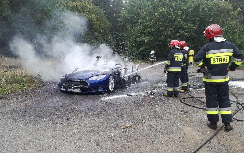 Płonąca Tesla